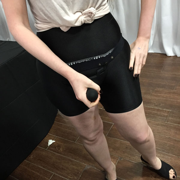 Domina Lyra Lethe testing the Zoro at the Perfect Fit Booth at Sex Expo 2018